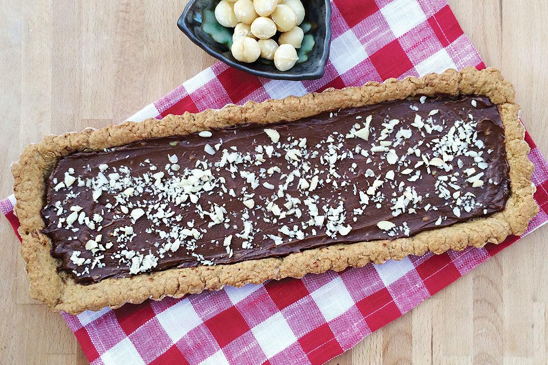 crostata vegan con mousse al cioccolato e avocado