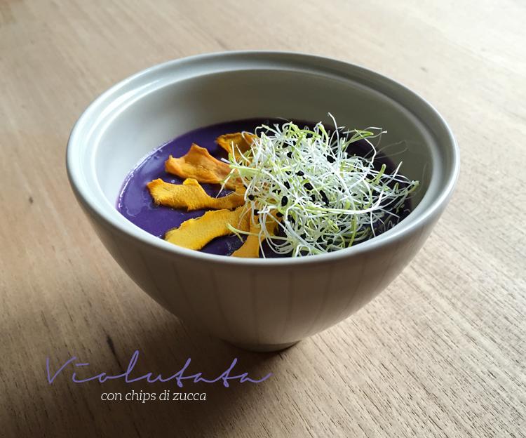 vellutata di patate viola con chips di zucca