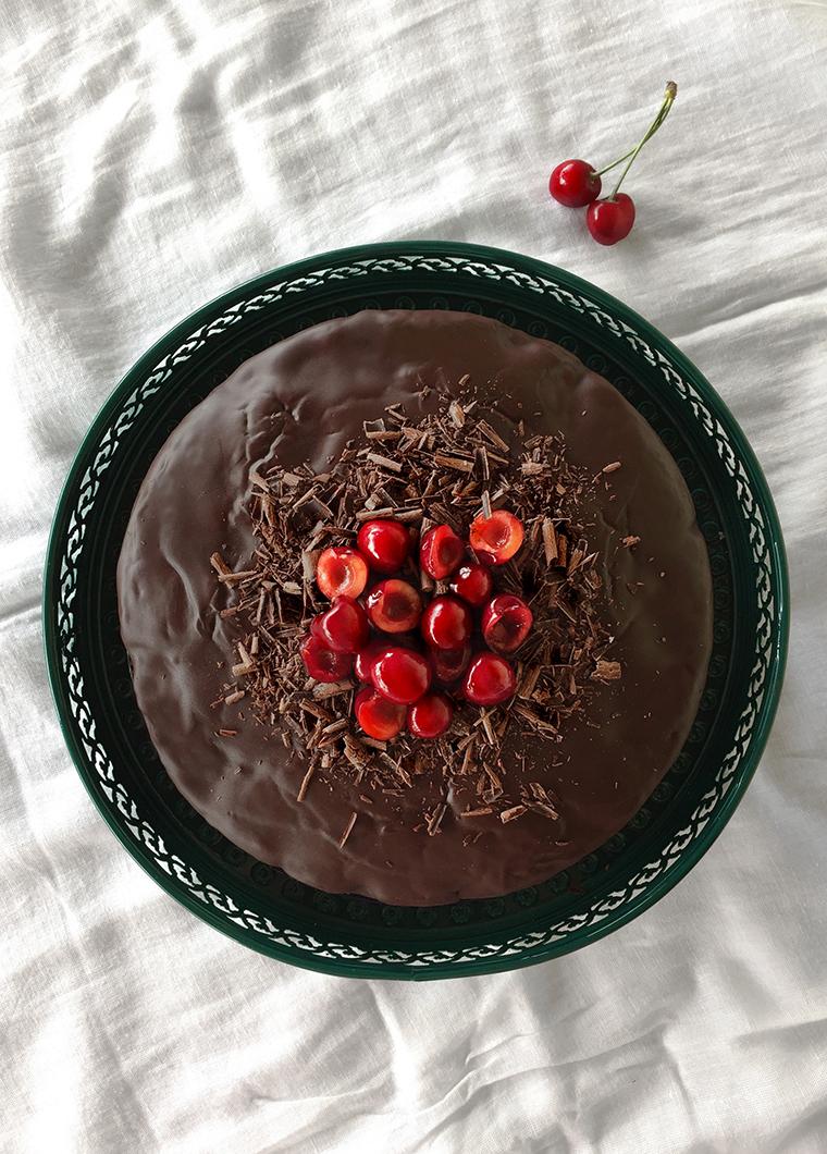 torta vegana ciliegie e cioccolato