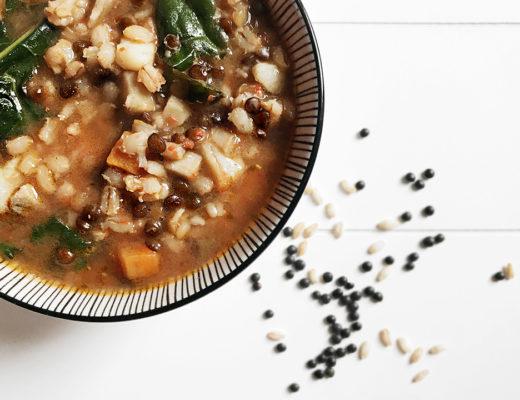 zuppa d'orzo e lenticchie nere beluga